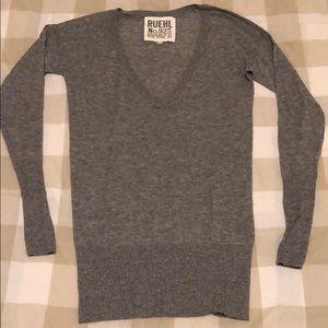 Ruehl Long V-neck Sweater